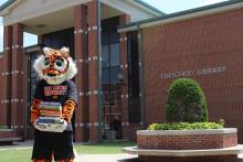 Roary in front of Linschied Library.